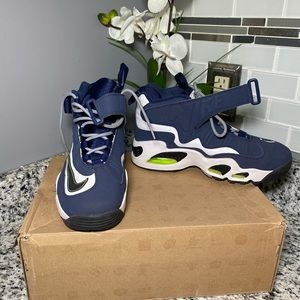 Nike Shoes - Nike Air Griffey Max 1